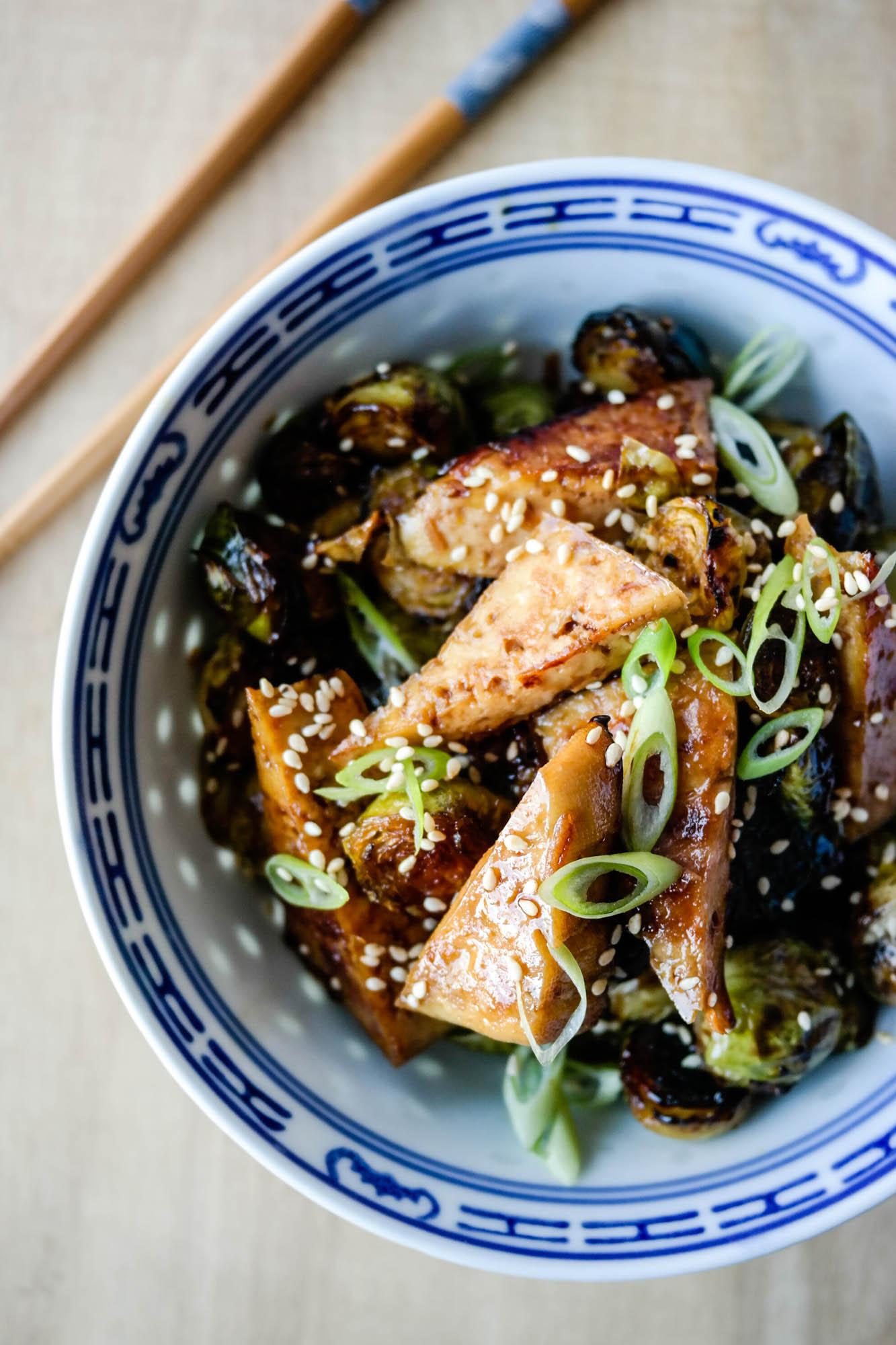 Tofu og rosenkål er kanskje en usannsynlig kombo, men god - jaggu, det er den!