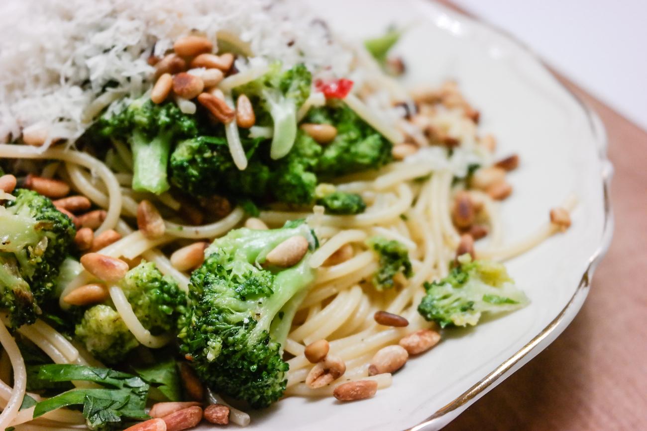 Kjapt, godt og enkelt: Spaghetti med brokkoli, chilli og bladpersille redder enhver middag på ethvert budsjett.