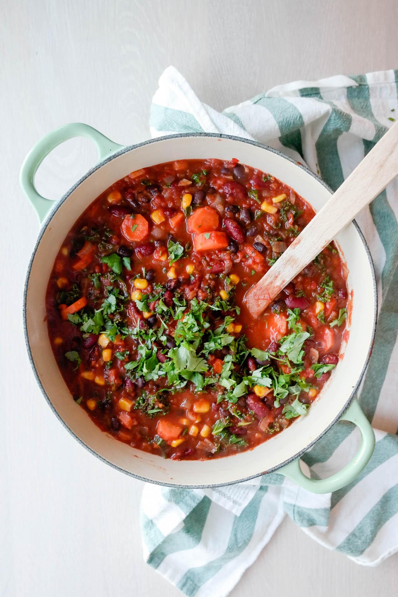 Vegetarisk (og vegansk) chili sin carne med bønner og ovnsbakt søtpotet
