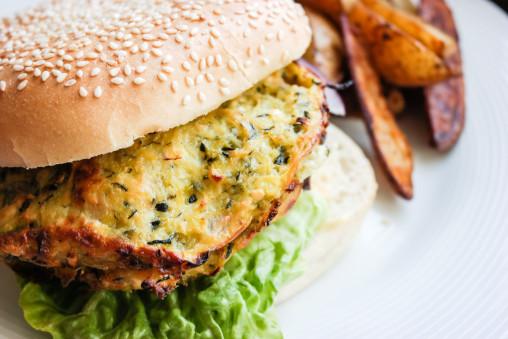 Squash- og fetaburger - like digg som varm burger og kald sandwich.