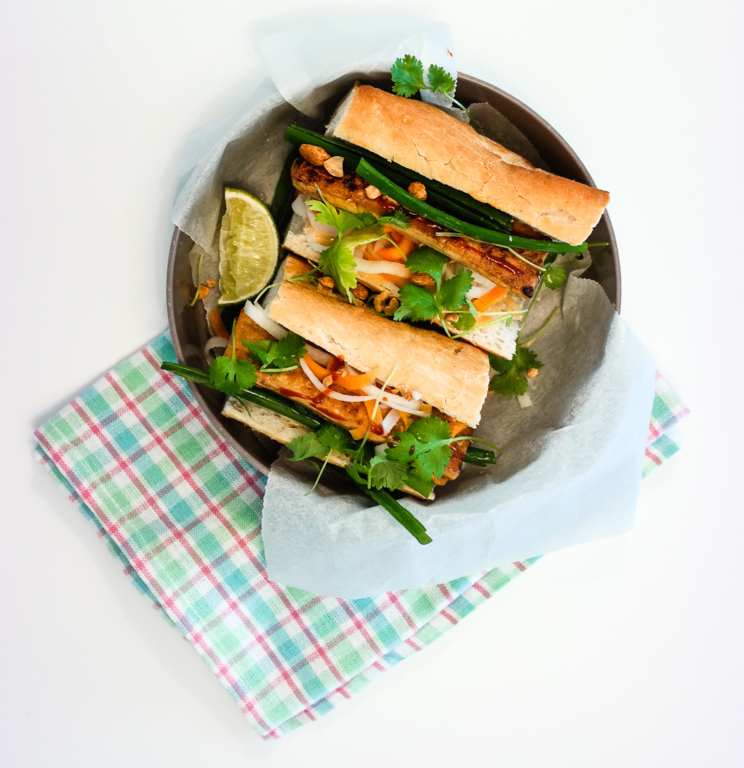 Best. Sandwich. Ever! Bánh mì med tofu og sylta grønnsaker er perfekt syv dager i uka.