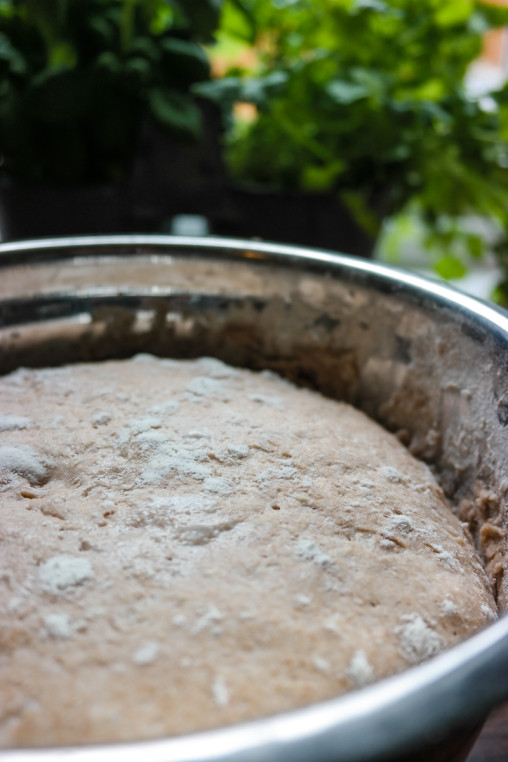 Vil du ha en litt grovere bunn på pizzaen? Ta en titt på denne grove pizzadeigen!