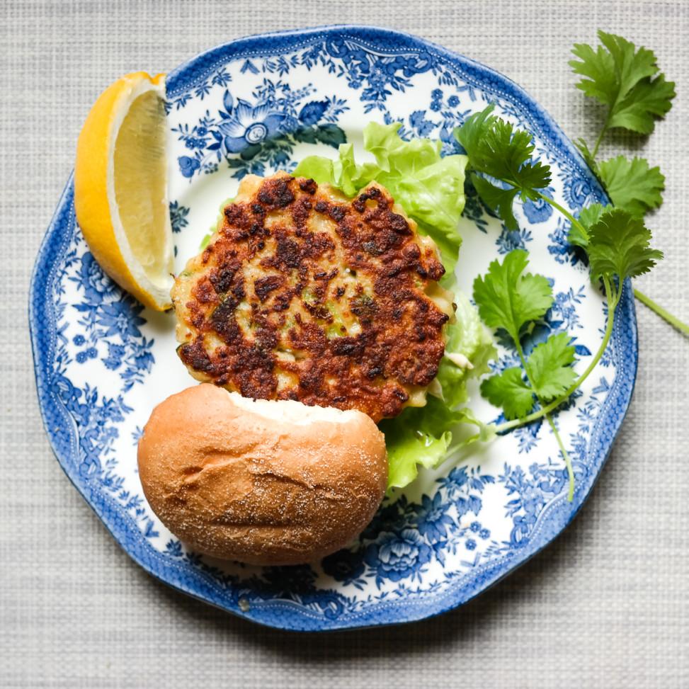 Møt verdens mest allsidige grønnsak i rollen som thai style burger: Blomkålen!