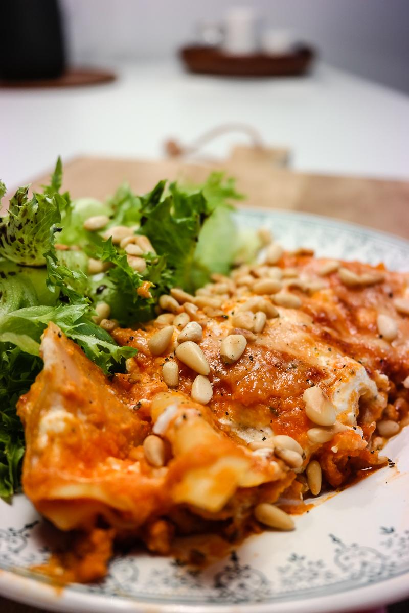 Lyst på lasagne, men orker ikke lage bechamelsaus? No worries, you dont have to. Trikset? Fetaost.