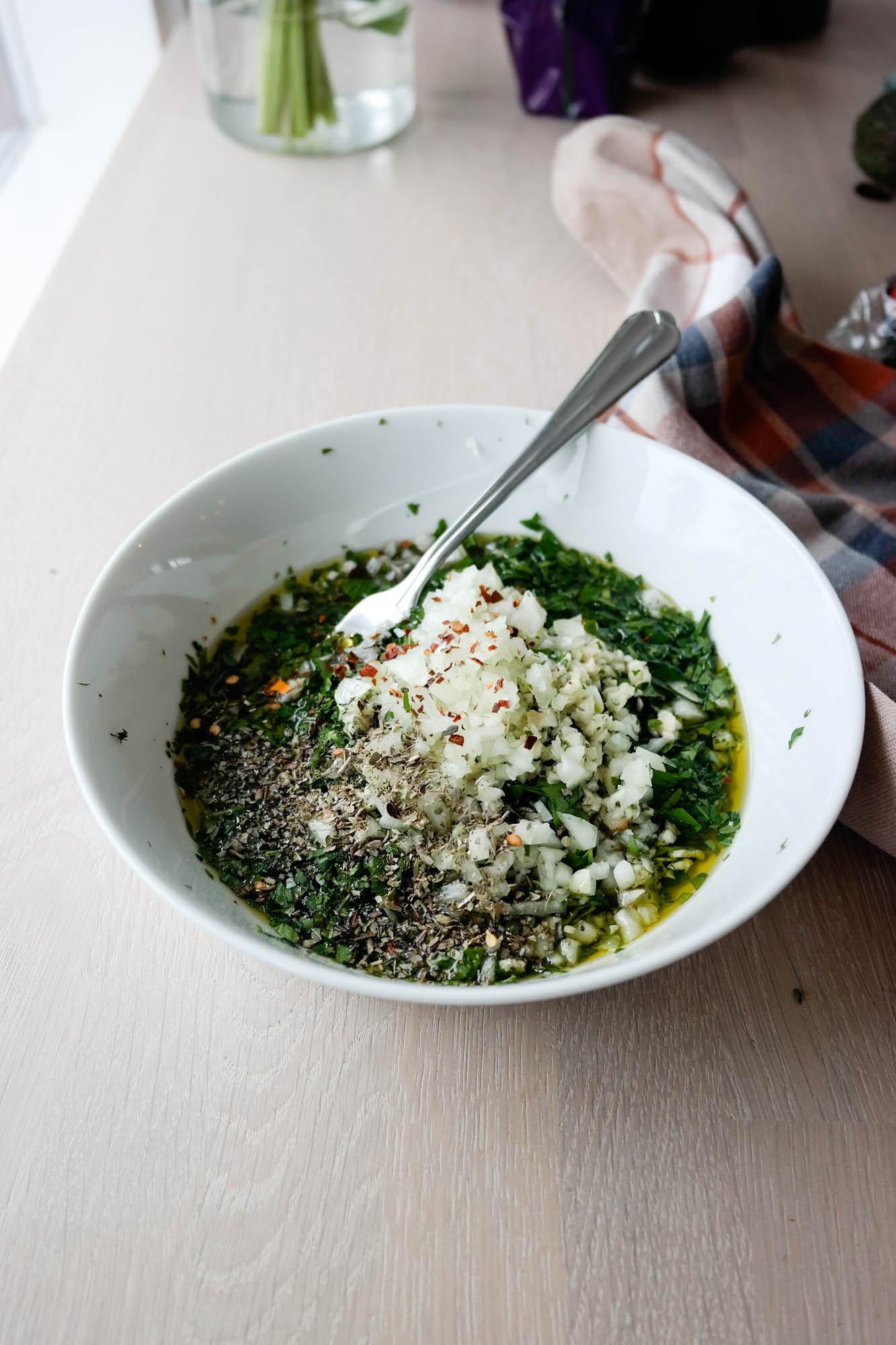 Sterk og deilig dipsaus av bladpersille og hvitløk