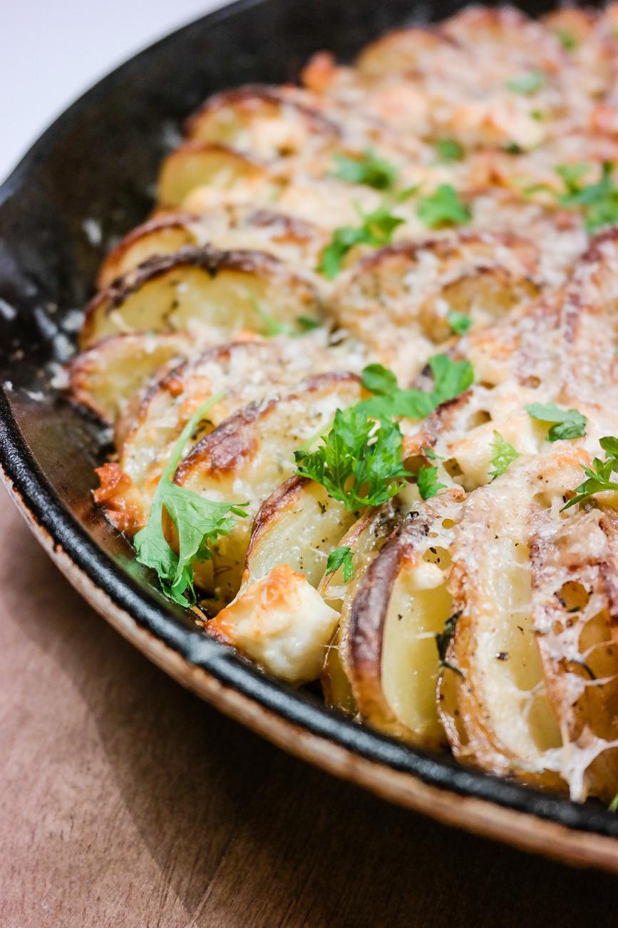 De beste gratinerte potetene er med ost og hvitløk