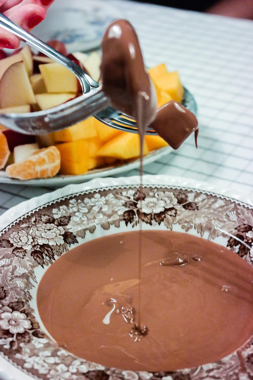 Enkel og god dessert? Det er sjokoladefondue med frisk frukt, det!