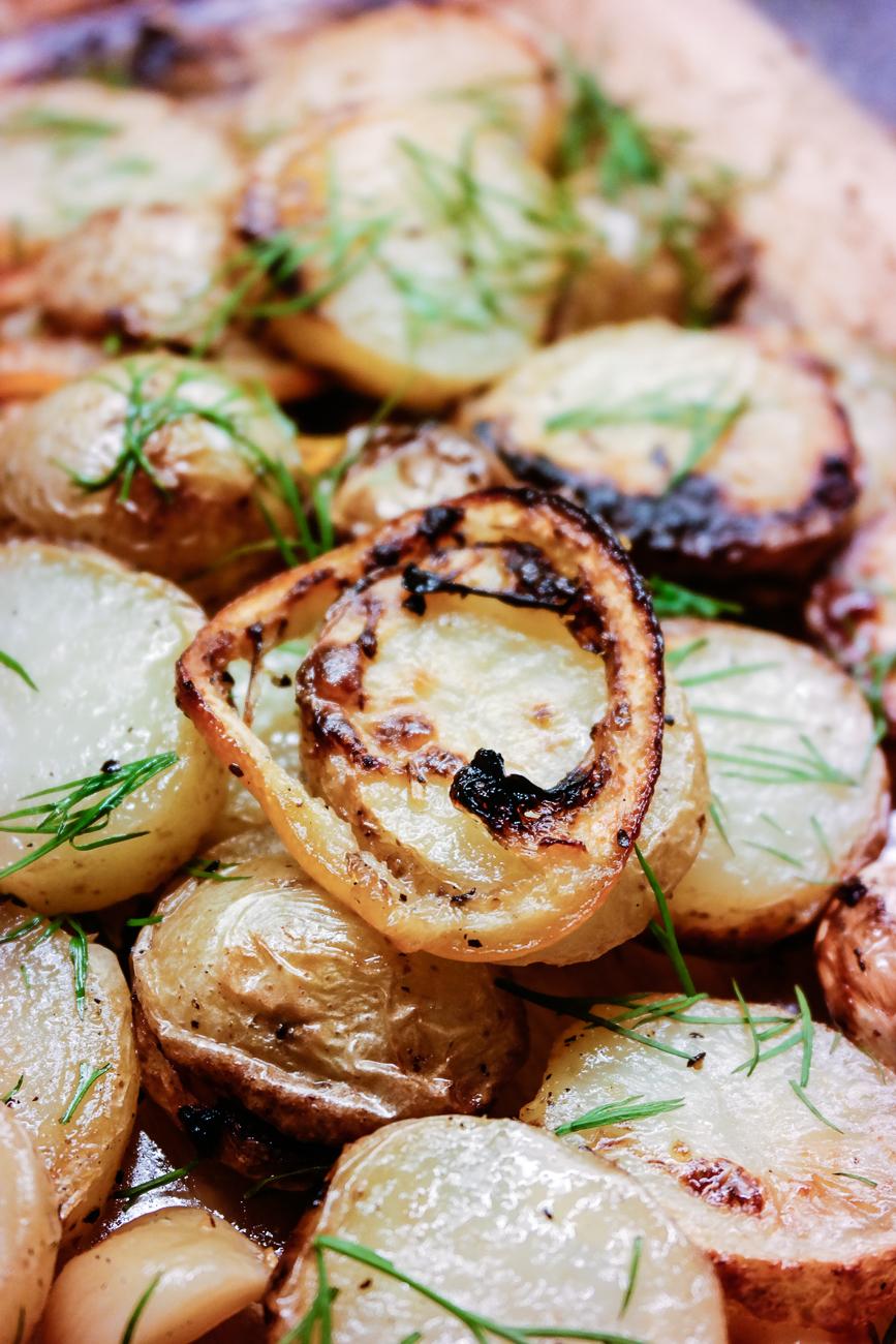 bakte poteter og sitron med dill
