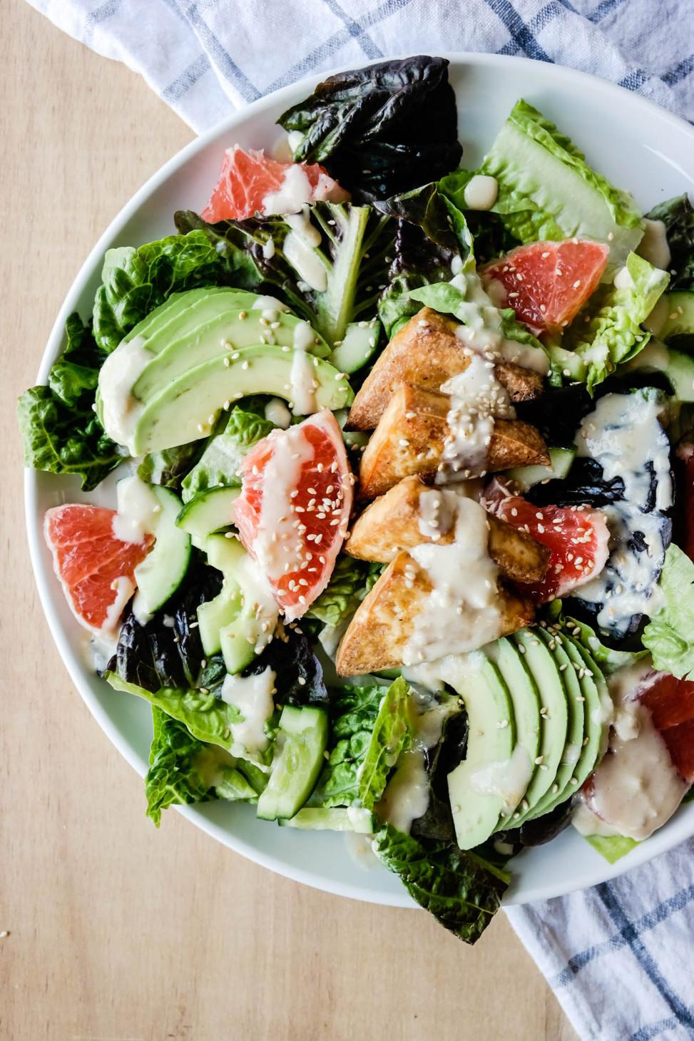 Salat med tofu, grapefrukt, avocado og masse deilig sesam-smak