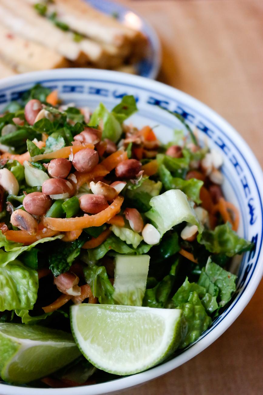 Det er sommer, det er sol, og det er definitivt tid for salat - spesielt thaisalat!