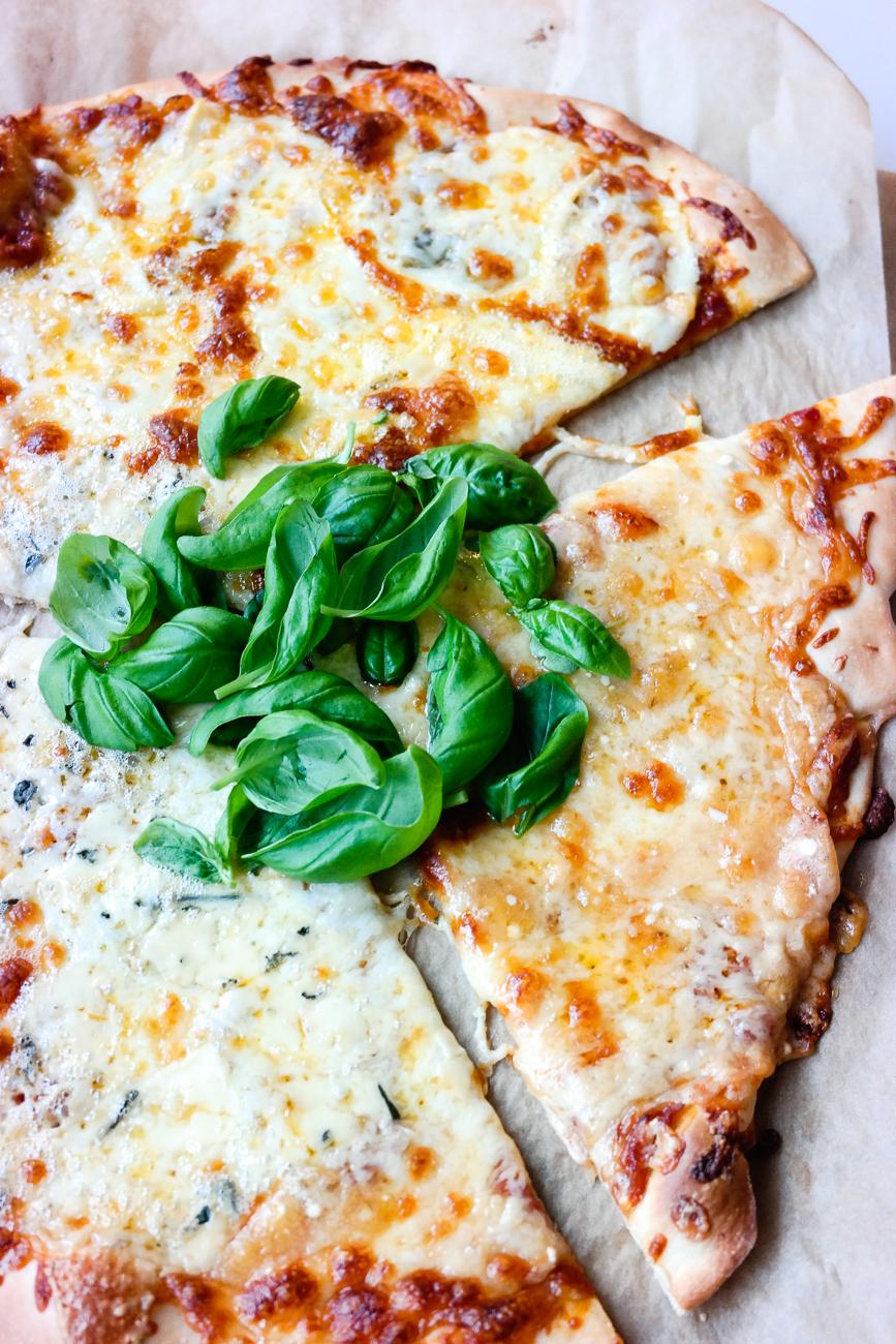Sprø pizzabunn, fantastisk tomatsaus og fire oster - blir det bedre pizza?