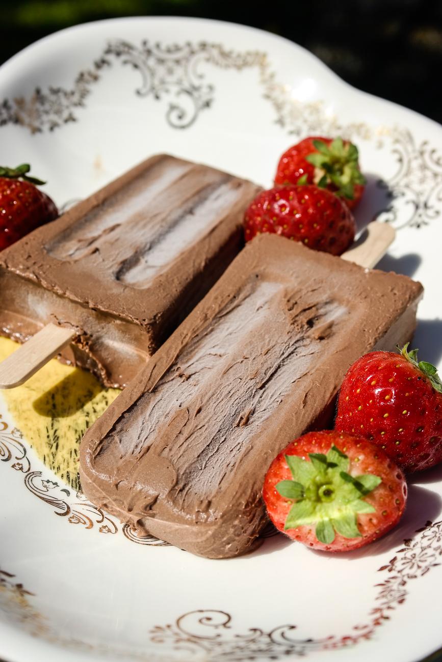 Lag din egen veganske iskrem av kokosmelk - for eksempel med smak av kaffe og sjokolade.