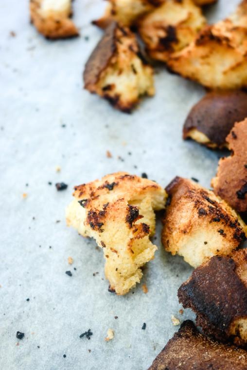 Ingen grunn til å kaste dagsgammelt brød - lag verdens deiligste hvitløkskrutonger med det istedet!