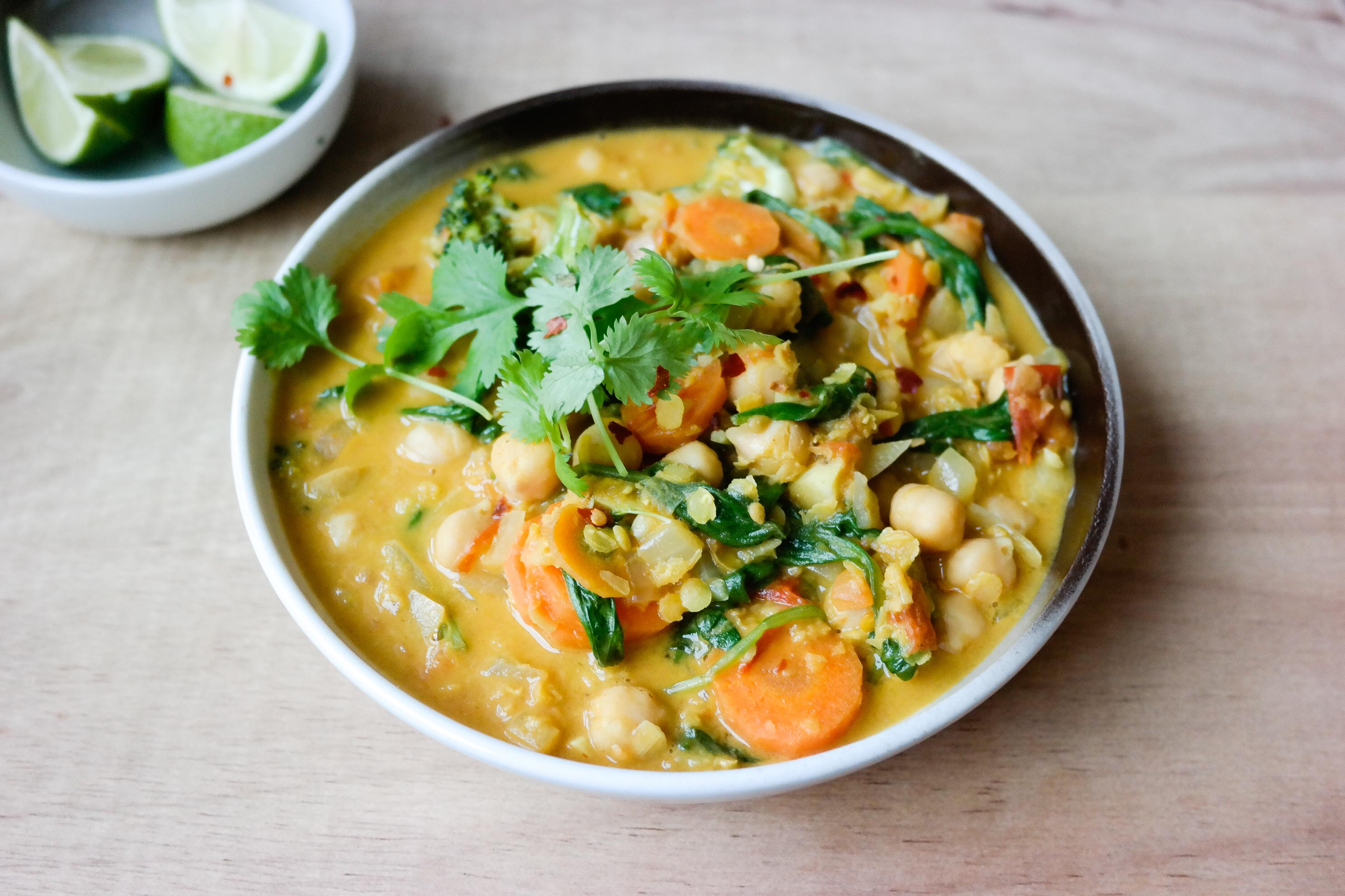 Jasså, det regner, sier du? Currygryte med kikerter og spinat, da.