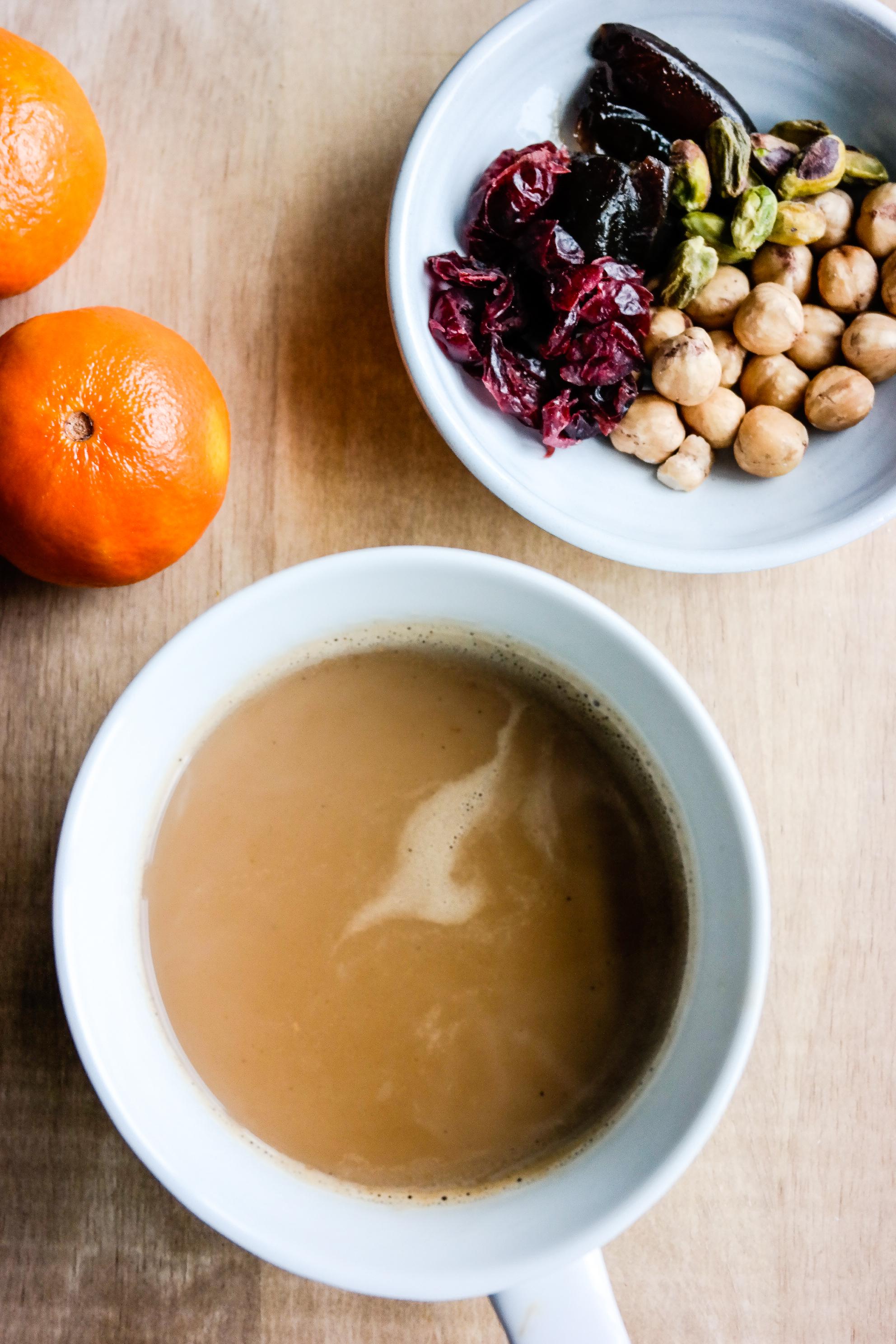 Chai betyr te, og masala chai betyr snø, vinter, jul og sofakos. Her er oppskriften på din egen blanding!