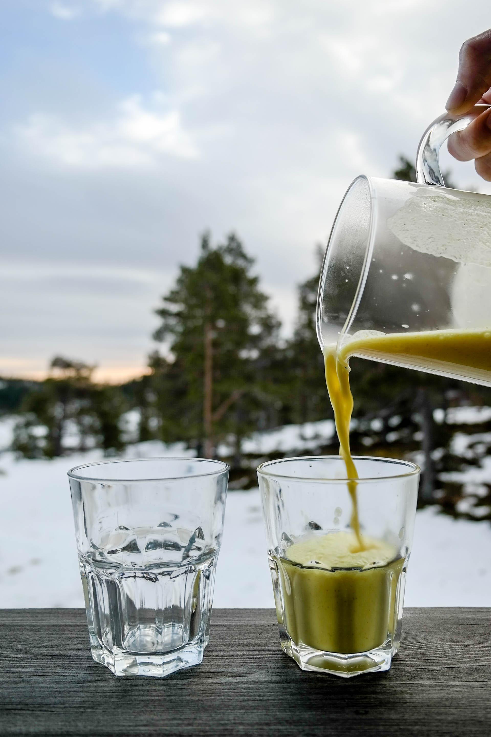 Varm deg på en kopp krydret golden milk!
