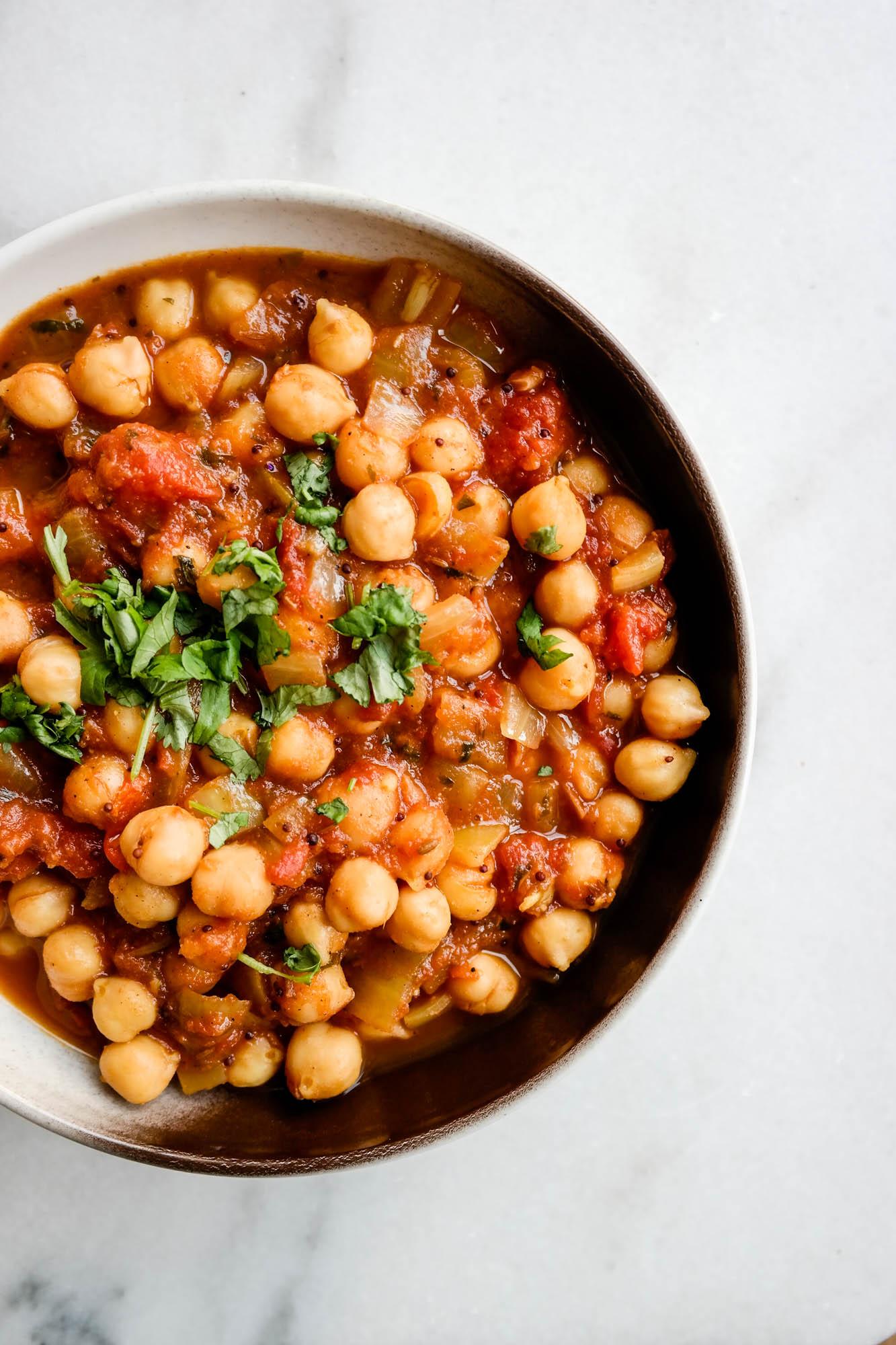 Nøkkelen til verdens beste, og veganske, chana masala er todelt: God tid. Gode råvarer.