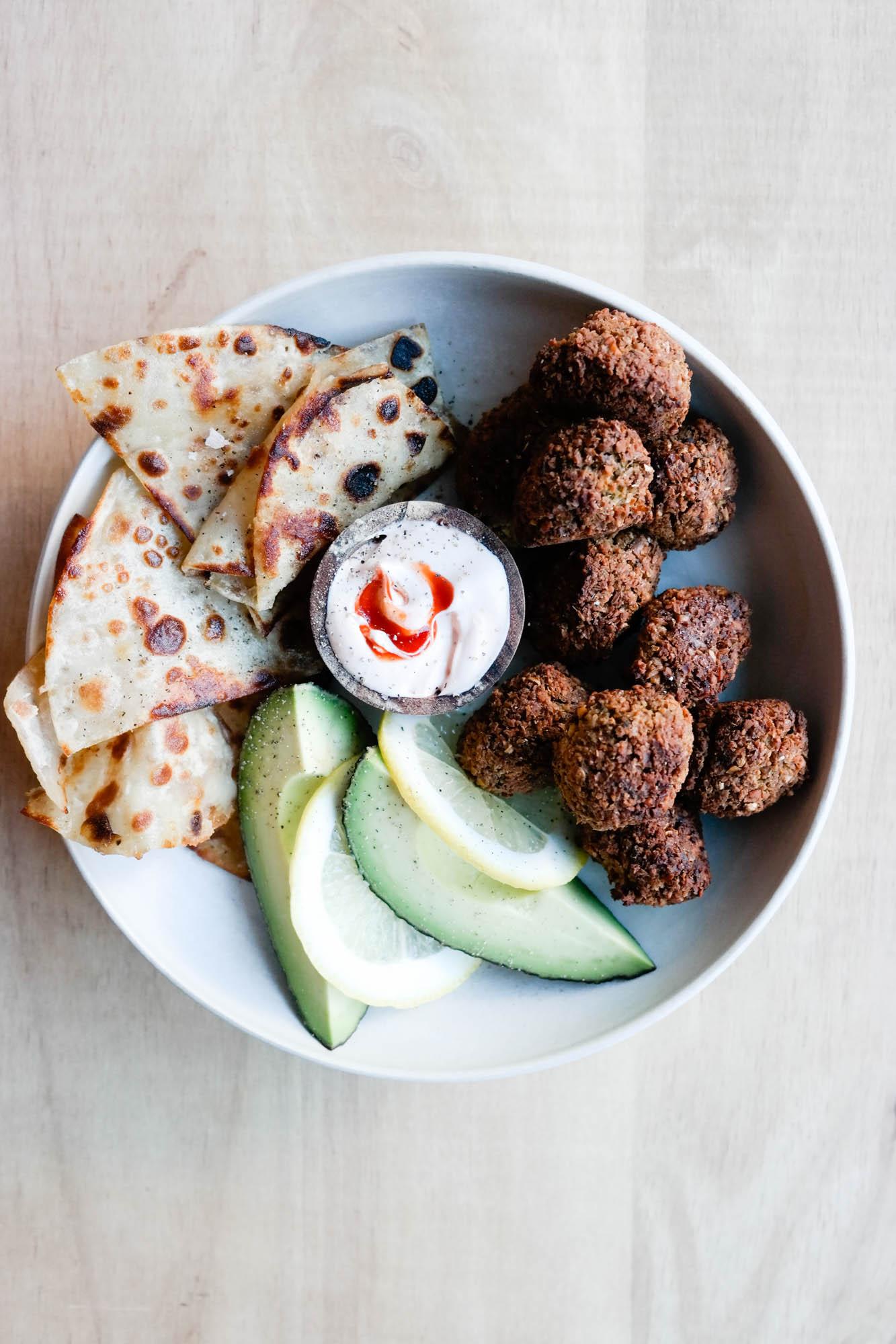 Du kan lage perfekte, fantastiske, veganske falafler helt uten frityr!
