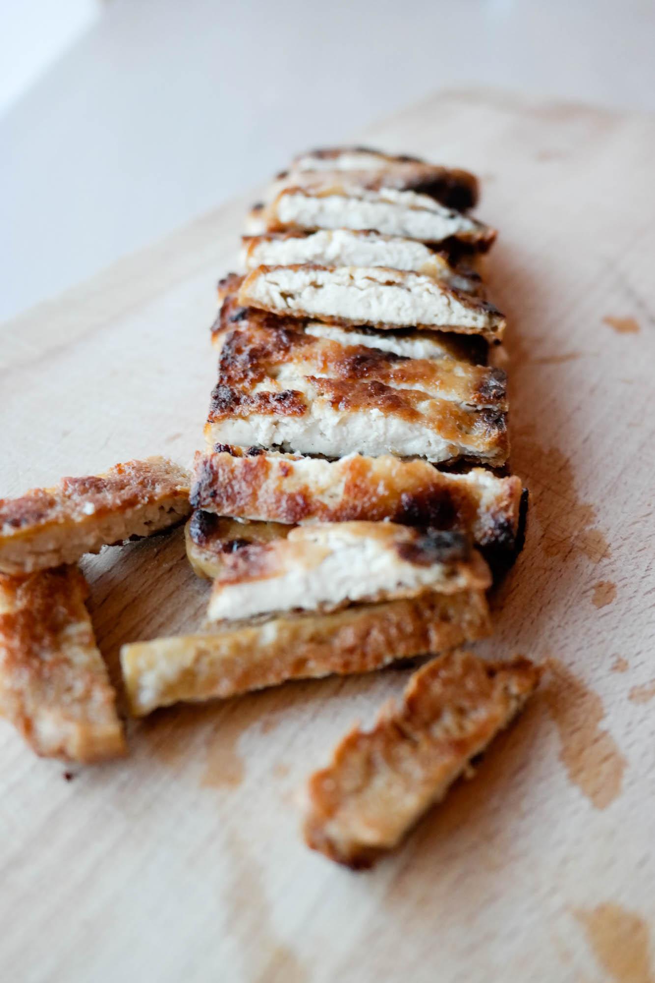 Sprø salat med crunchy tofu og syrlig, syrlig dressing...