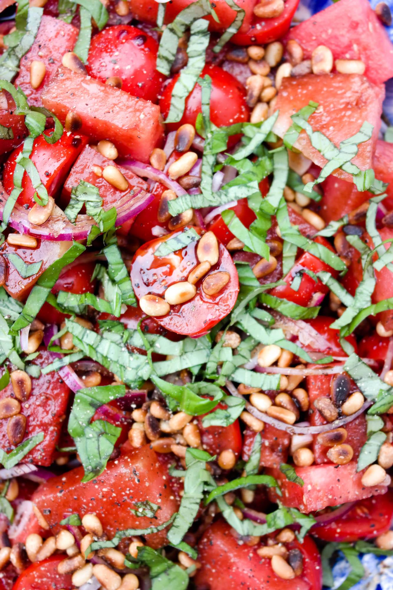 Melon- og tomatsalat med balsamico og basilikum