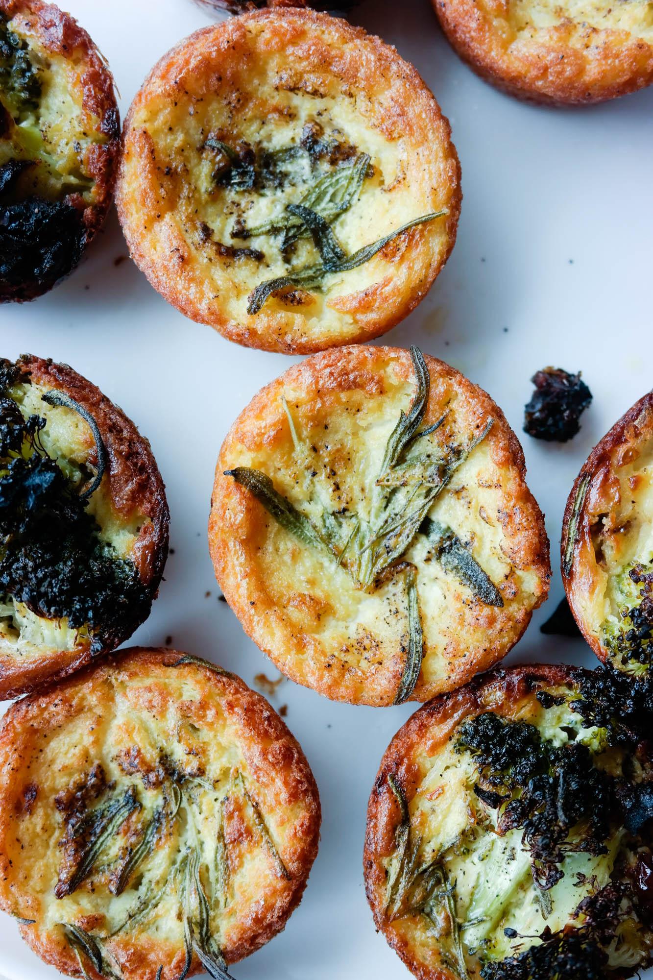 Lag mange, små fylte kikertpannekaker - eller mini-farinata, som vi kaller dem!