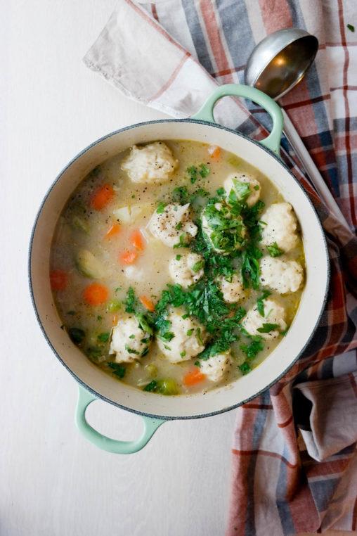 Har du prøvd melboller i grønnsakssuppe før? Det er så godt!