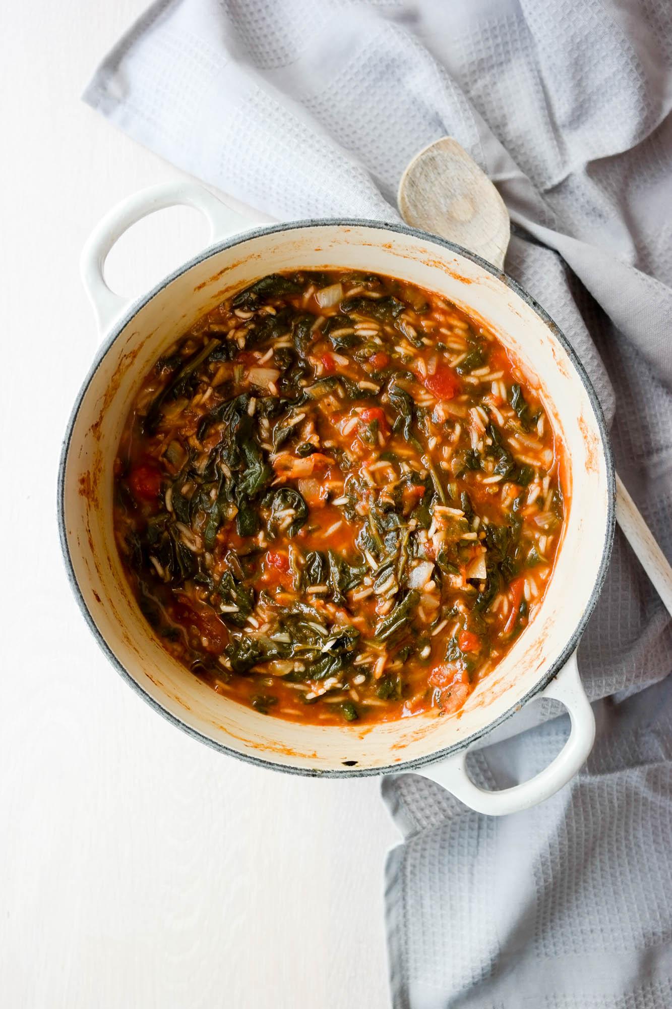 Tomatgryte med spinat og ris