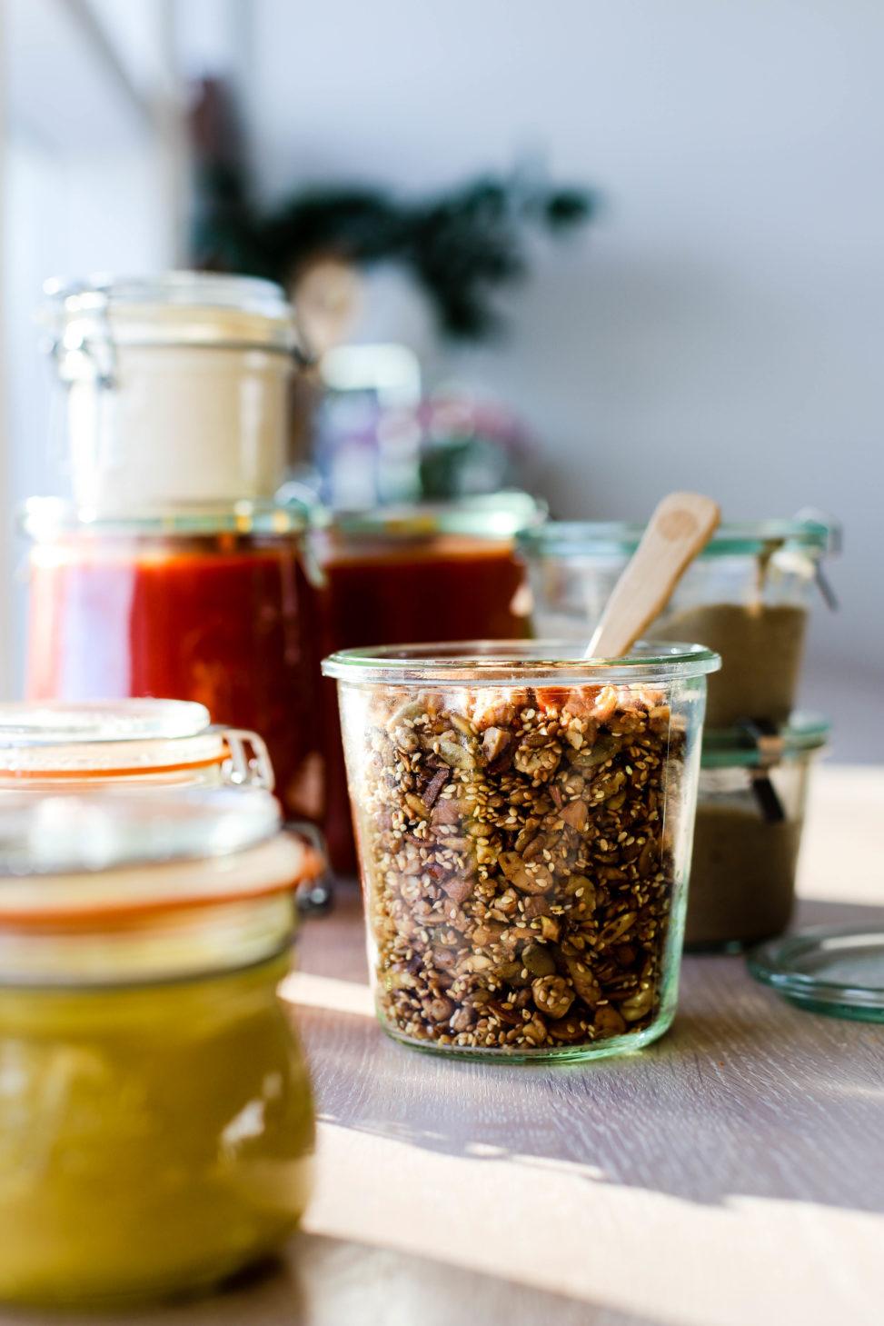 Sprø frøtopping kan brukes som topping på både yoghurt, salat - eller sjokoladen!